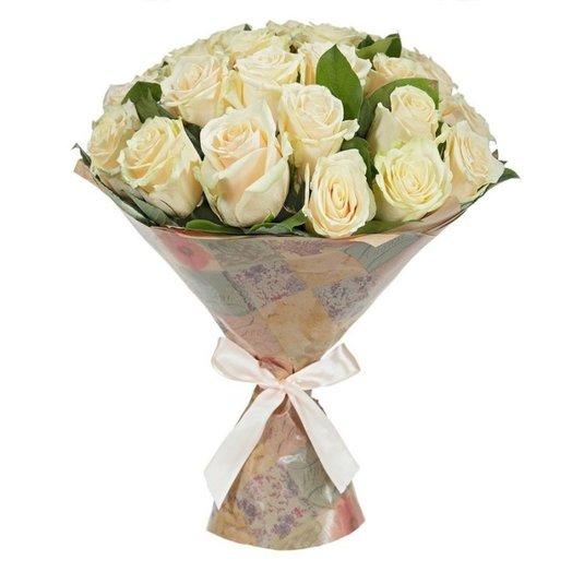 Букет из 25 кремовых роз в крафте: букеты цветов на заказ Flowwow