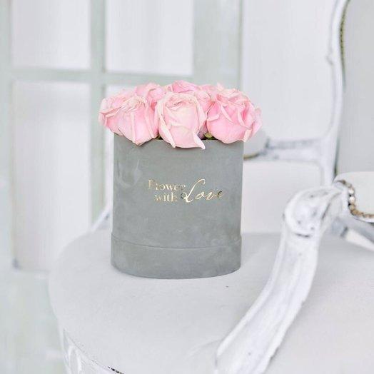 Бархатная шляпная коробка с романтичными розами Титаник: букеты цветов на заказ Flowwow