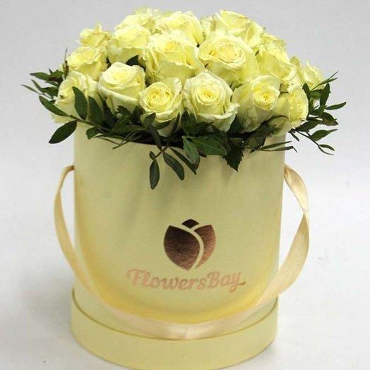 25 белых роз в шляпной коробке: букеты цветов на заказ Flowwow