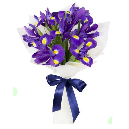 Букет из свежих ирисов: букеты цветов на заказ Flowwow
