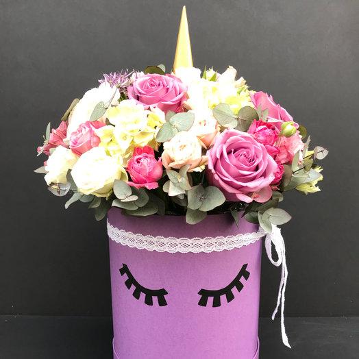 Композиция в шляпной коробке Единорог : букеты цветов на заказ Flowwow