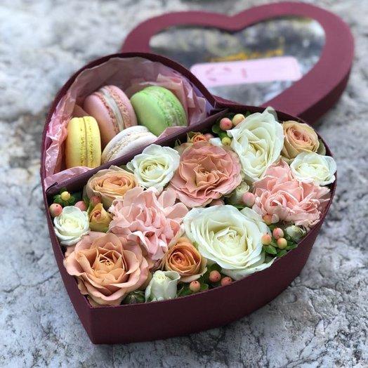 """Композиция """"Цветы и сласти"""": букеты цветов на заказ Flowwow"""