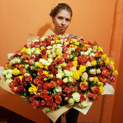 Букет из 101 кустовой розы: букеты цветов на заказ Flowwow