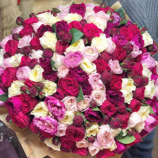 Огромный букет из пионовидных ароматных роз: букеты цветов на заказ Flowwow