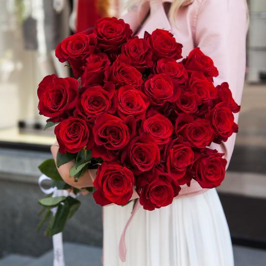 Букет из 25 красных роз с лентой