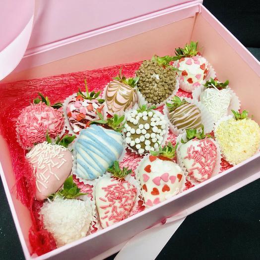 Клубничная коробка: букеты цветов на заказ Flowwow