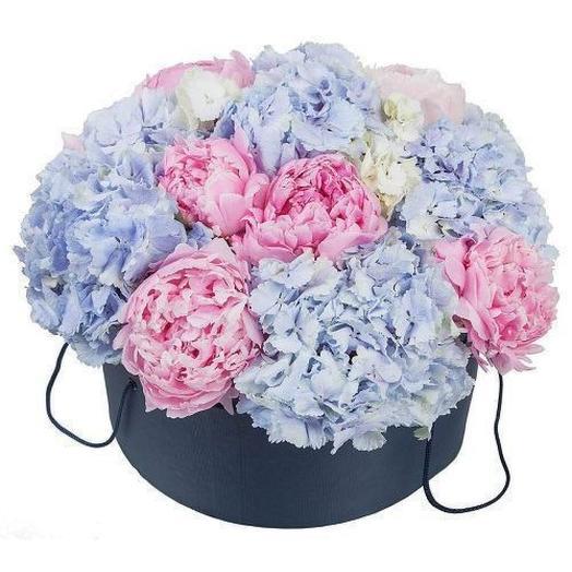 Гортензии и пионы в шляпной коробке: букеты цветов на заказ Flowwow