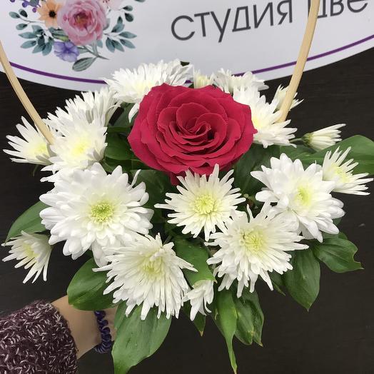 Корзина с розой: букеты цветов на заказ Flowwow