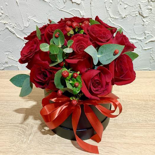 Красная роза в коробке: букеты цветов на заказ Flowwow