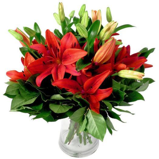 Букет красных лилий: букеты цветов на заказ Flowwow