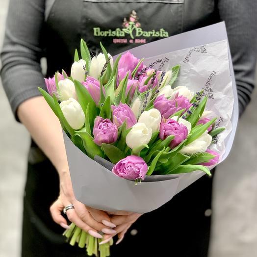 25 Тюльпанов с лавандой и лагурусом