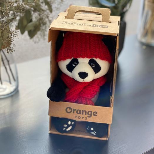 Панда в красном шарфе Первый снег