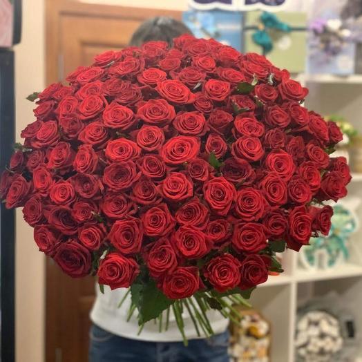 101 Роза с атласными лентами