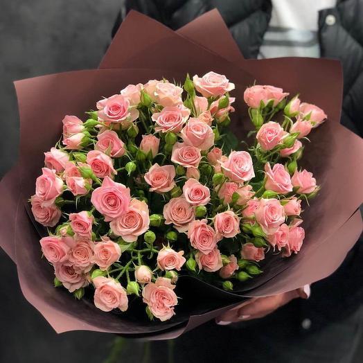 9 высоких кустовых роз в стильном букете
