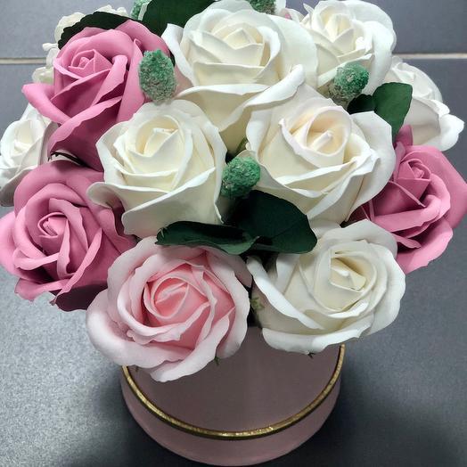 Букет роз на мыльной основе в розовой коробке