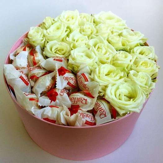 Белые розы с Рафаэлло