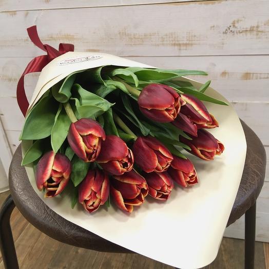11 ярких тюльпанов любимой