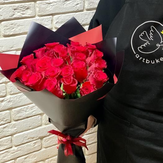 Букет из 35 роз в черной упаковке