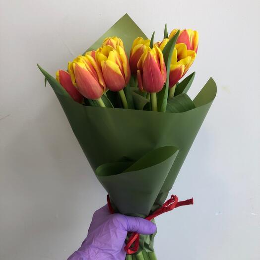 Букет из 11 ярких Тюльпанов