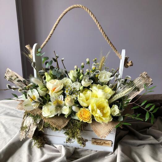 Цветы в ящике весна
