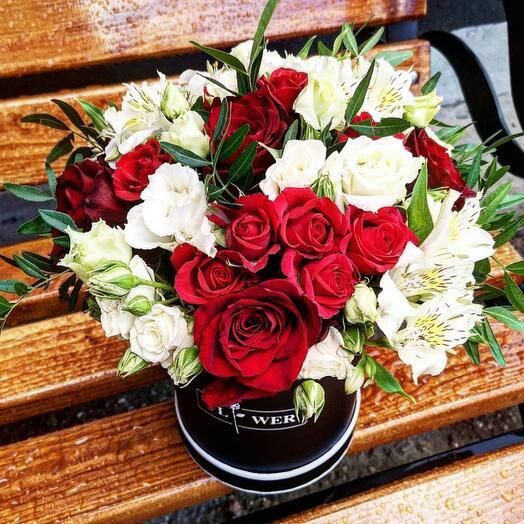Цветы в шляпной коробке класик