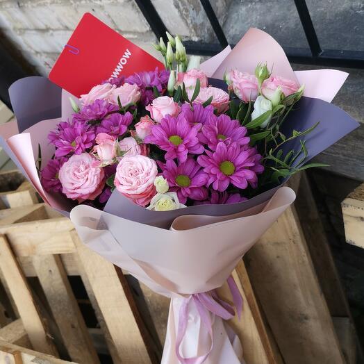 Букет из хризантем  и кустовой розы Мерцание