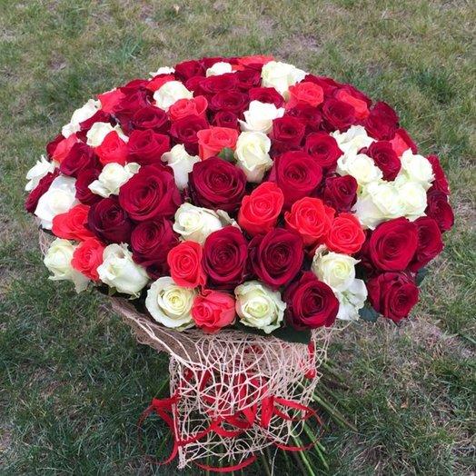 101 разноцветная роза 70 см: букеты цветов на заказ Flowwow