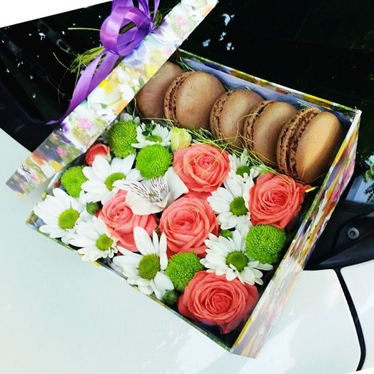 Коробочка с макарунсами 3: букеты цветов на заказ Flowwow