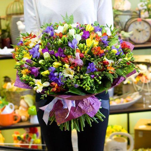 Букет из фрезий Фрезия микс: букеты цветов на заказ Flowwow