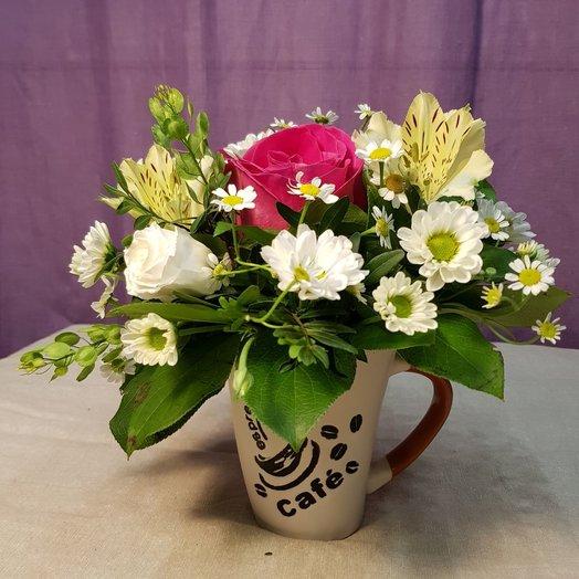 Композиция В кофейной чашке: букеты цветов на заказ Flowwow