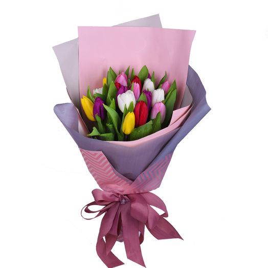 17 разноцветных тюльпанов: букеты цветов на заказ Flowwow