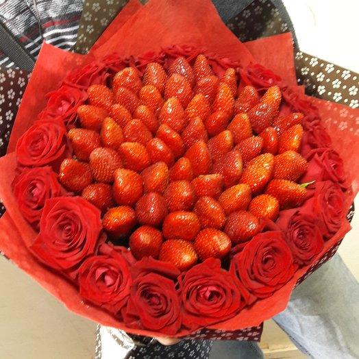 Букет из клубники и роза: букеты цветов на заказ Flowwow