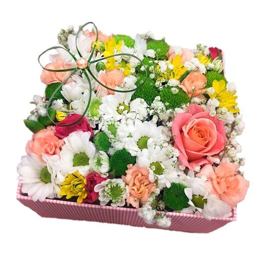 Авторская коробочка с розой и хризантемой: букеты цветов на заказ Flowwow