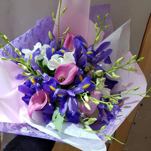 Ирисы с каллами и орхидеей: букеты цветов на заказ Flowwow