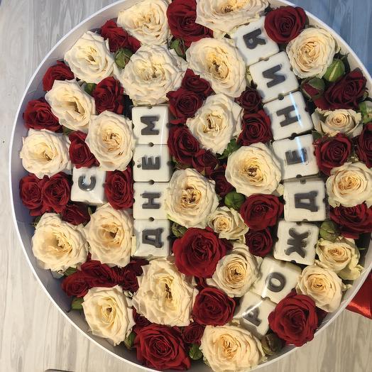 Коробка поздравление: букеты цветов на заказ Flowwow