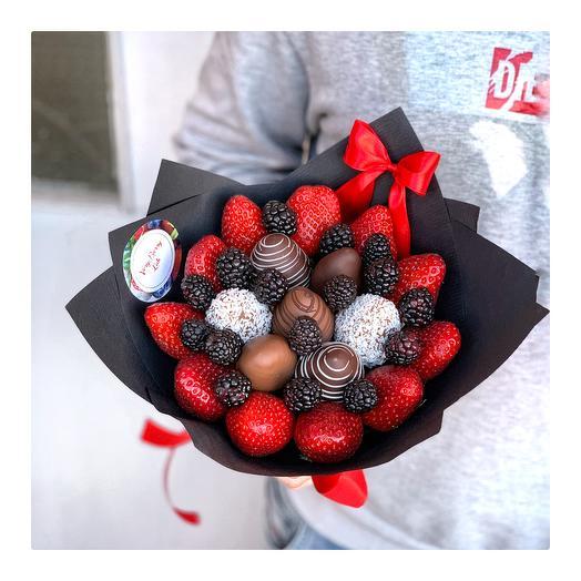 Букет из клубники в шоколаде с ежевикой: букеты цветов на заказ Flowwow