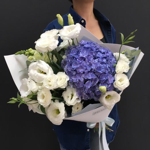 Букет «Облако гортензии» с эустомами: букеты цветов на заказ Flowwow
