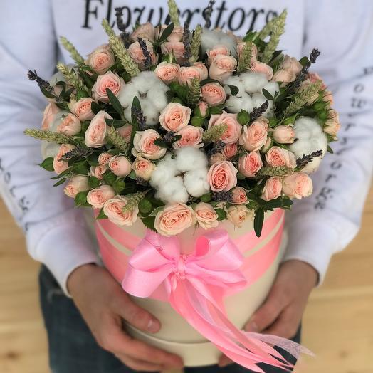 Коробки с цветами. Кустовые розы. Хлопок. Пшеница. N478: букеты цветов на заказ Flowwow
