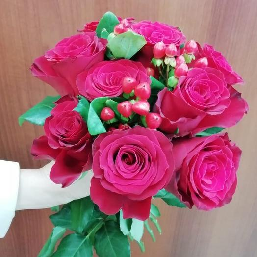 Букет из роз вариди и гиперикума: букеты цветов на заказ Flowwow