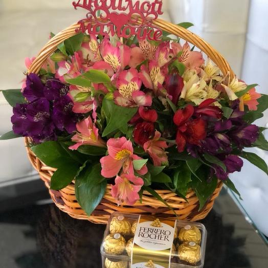 Корзина с альстромериями+сладкий подарок для мамы