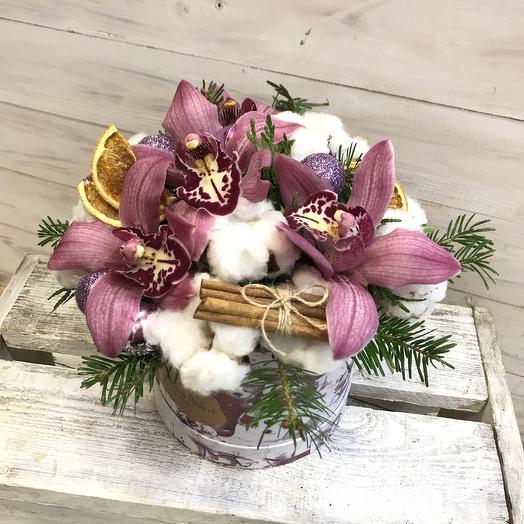 Зимняя композиция с орхидеей: букеты цветов на заказ Flowwow