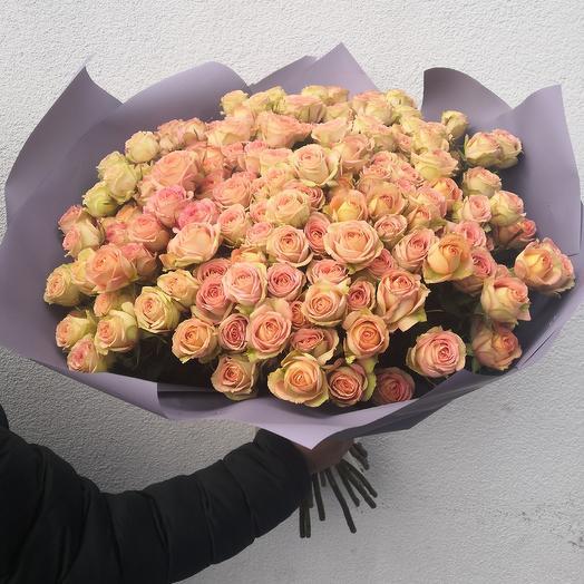 39 кремовых кустовых роз: букеты цветов на заказ Flowwow