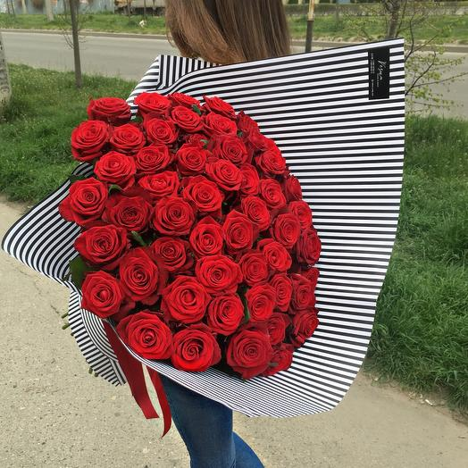 51 ароматная роза в крафтовой упаковке