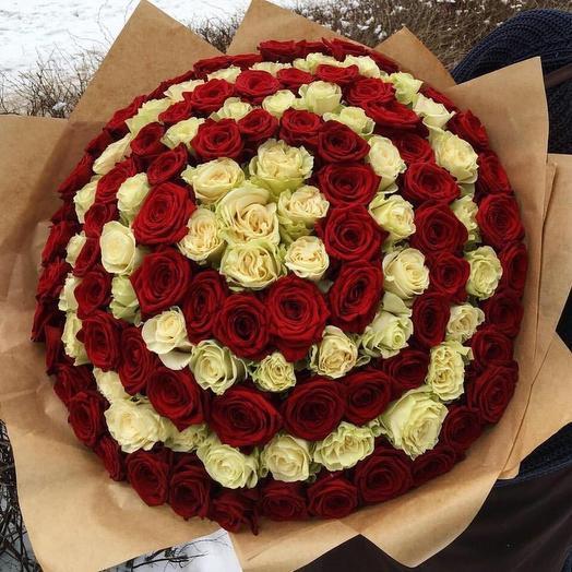 101 роза в стильном крафтовом оформлении