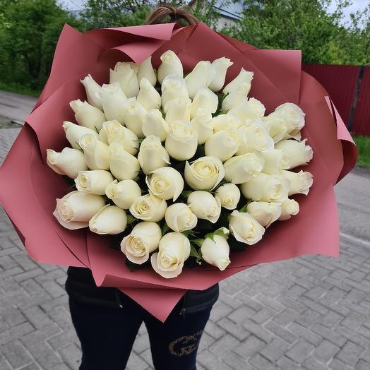 51 белая роза: букеты цветов на заказ Flowwow