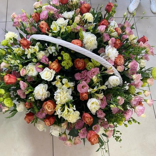 Огромная корзина с цветами 2
