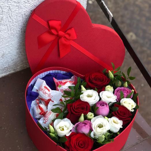 Цветы в коробке валентинка