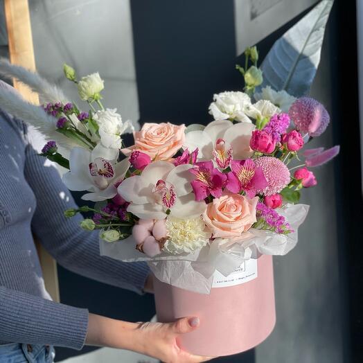 Цветы в коробке М