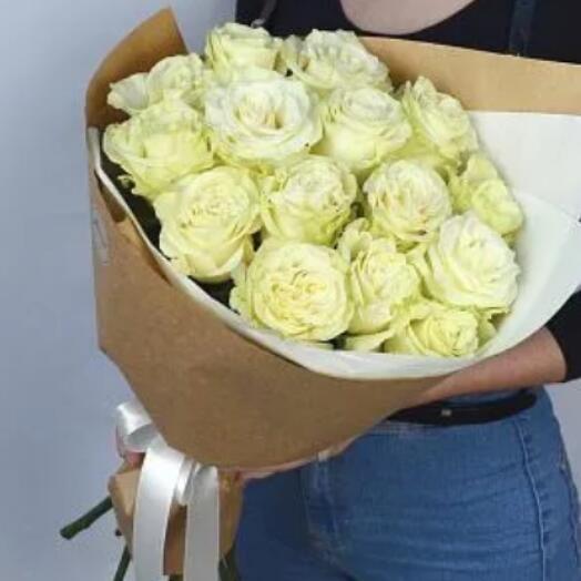15 премиум роз Эквадор белых в крафте