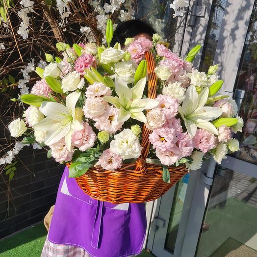 Облако цветов в корзине